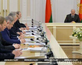 «Заставить работать тех, кто должен и может» — Александр Лукашенко ответил на все вопросы по декрету №3