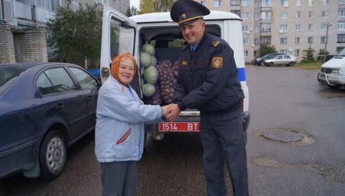 Супрацоўнікі Глыбоцкага РАУС забяспечылі гароднінай пенсіянерку з Глыбокага