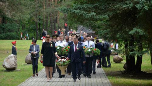 День независимости: глубочане возложили цветы к монументам павших в годы Великой Отечественной войны (ФОТОРЕПОРТАЖ)