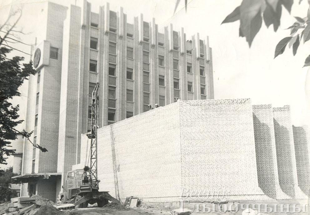 Строительство здания Глубокского райисполкома
