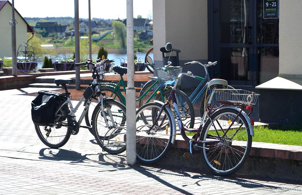 велосипедисты в Глубоком
