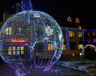 Посмотрите, как украшены  предприятия Глубокого к Рождеству и Новому году (фото)