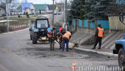 Фотофакт: в Глубоком приступили к ремонту дорожного покрытия