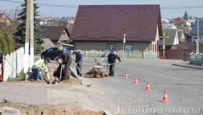 На вуліцы Крупскай у Глыбокім  пракладваюць новы тратуар