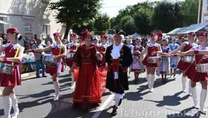Вишнёвый фестиваль: шествие и приветственные слова (видео+фото)