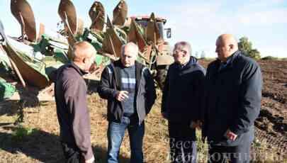 Николай Шерстнёв с рабочим визитом посетил сельхозпредприятия Глубокского района